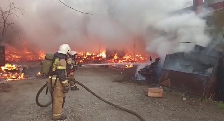 Серьёзный пожар на пилораме ликвидировали в Екатеринбурге