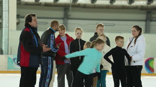 Мастер-класс для юных фигуристов провёл олимпийский чемпион Артур Дмитриев