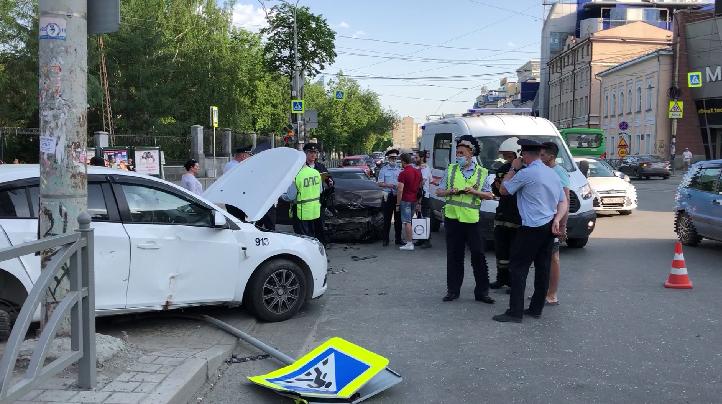 В ДТП в центре Екатеринбурга пострадали три человека