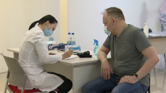 Евгений Куйвашев проверил ход вакцинации от COVID-19