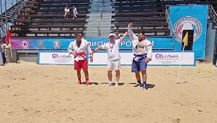 Уралец завоевал первое золото в истории чемпионата по пляжному самбо