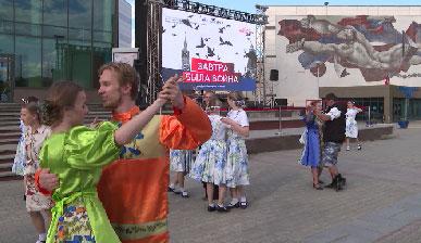 Танцплощадку и кинотеатр, где покажут военные фильмы, открыли в Уральской столице