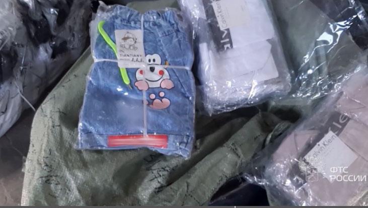 Уральские таможенники задержали крупную партию контрафактного белья