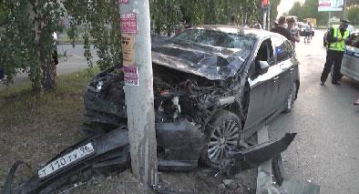 Есть пострадавшие: в Екатеринбурге столкнулись два автомобиля