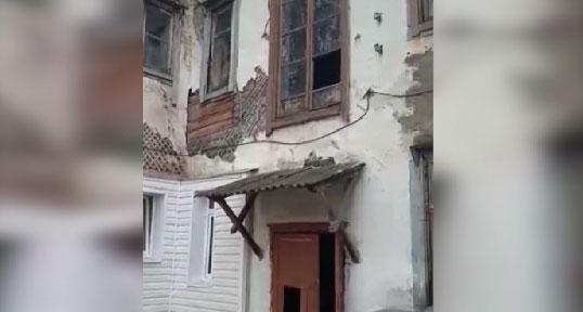 Переезд откладывается: жильцы аварийного дома годами ждут новоселье