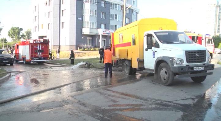 Во время тушения пожара на Татищева лопнул водовод