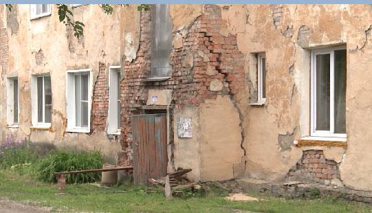 В Ирбите разваливается жилой дом довоенной постройки
