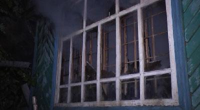 Деревянный дачный дом сгорел этой ночью в Екатеринбурге