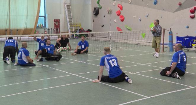 На Паралимпиаде за сборную России по волейболу сидя сыграют 10 свердловчан