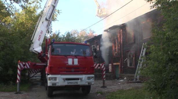 На улице Шефской сгорел барак