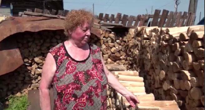 К дому Светланы Култыгиной привезли грузовик с дровами
