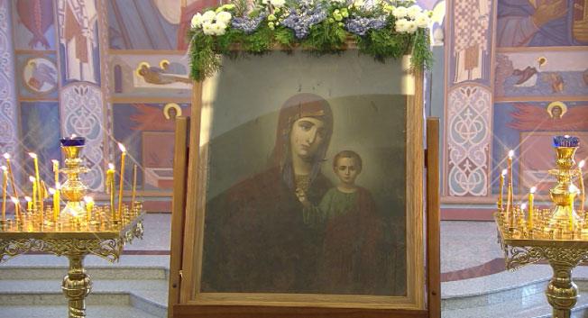 День иконы Казанской Божьей матери отмечают сегодня православные