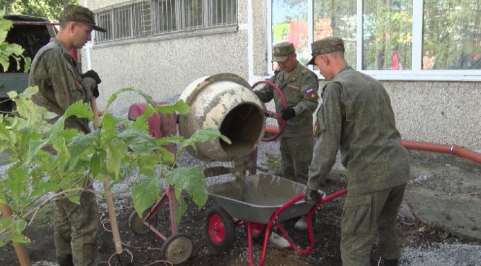 Военнослужащие ЦВО помогли отремонтировать здание детдома
