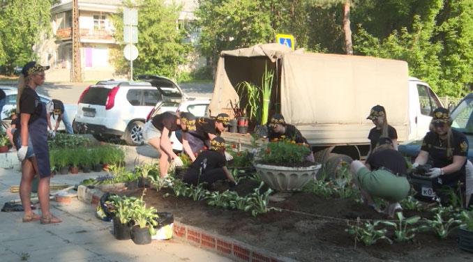 Масштабный субботник в парке на Химмаше провели волонтёры