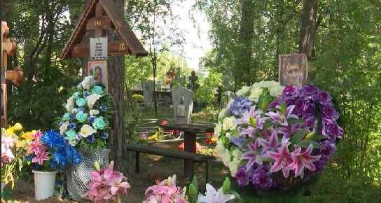 В поселке Становая устроили кладбище под забором жилых домов