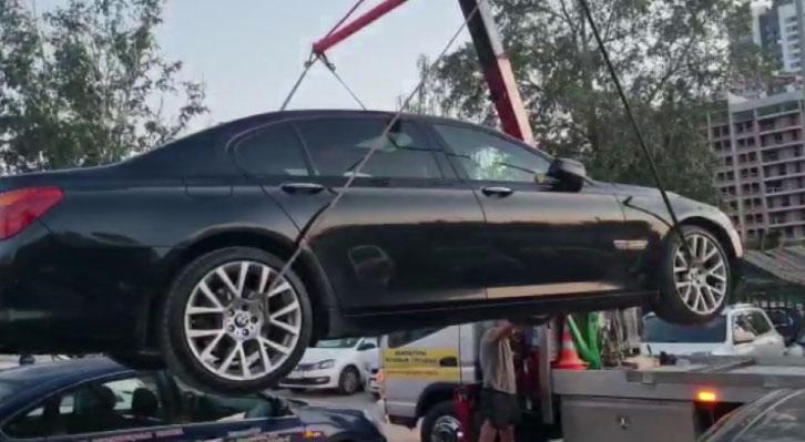 Из-за неуплаты алиментов лишился дорогостоящего автомобиля