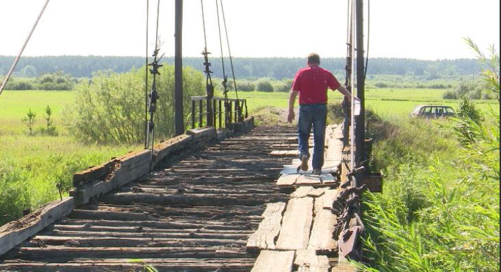 В Камышловском районе мост разрушается на глазах