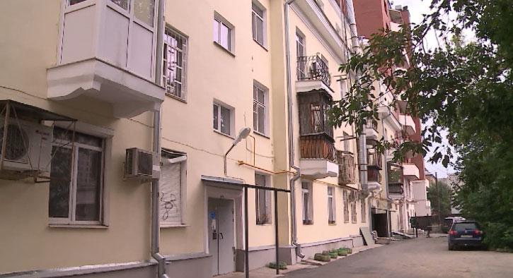 Жители дома на Красноармейской утверждают, что их дом трещит по швам