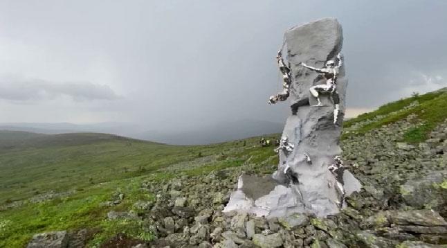 На перевале Дятлова погибшим туристам установили памятник