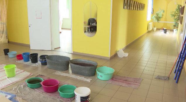 За протекающий потолок в школе посёлка Озерный к ответственности привлекут чиновников и строителей