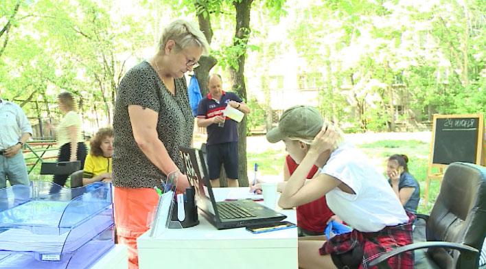 Продуктовые наборы для ветеранов продолжают доставлять волонтёры