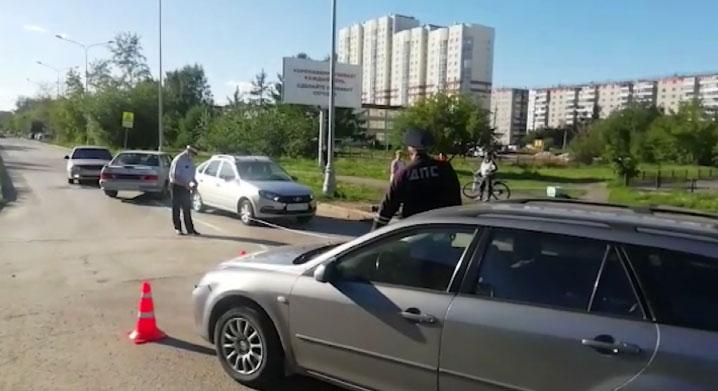 На улице Седова иномарка сбила велосипедиста