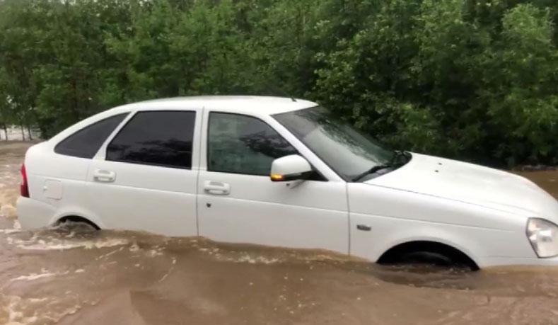 В Верхней Салде из-за дождей вышел из берегов городской пруд