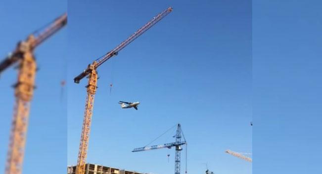 Самолёт, пролетевший низко над домами, напугал жителей «Солнечного»