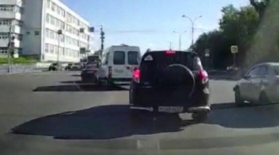 Водитель автомобиля ритуальной службы снёс легковую машину