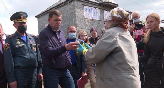 Губернатор осмотрел районы, пострадавшие от наводнения