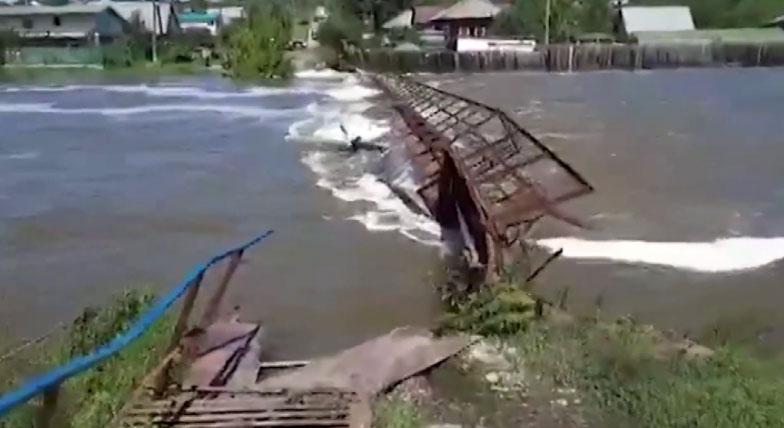 В Верхней Салде устраняют последствия наводнения
