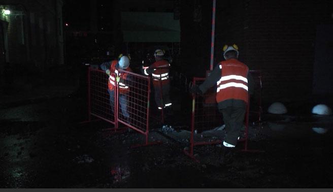В центре Екатеринбурга ночью забил коммунальный фонтан