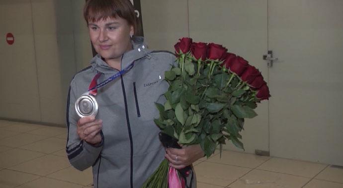 В Екатеринбург вернулась серебряный призёр Олимпиады Ксения Перова
