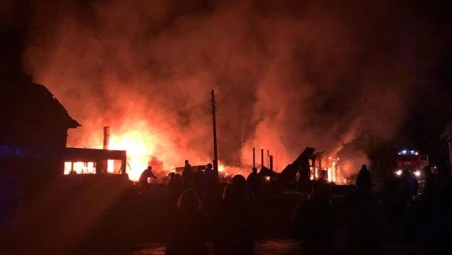 Поселок Нейво-Рудянка остался без электричества из-за пожара