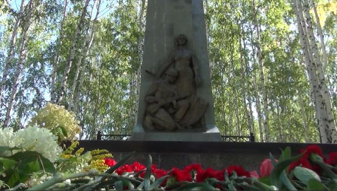 В Кировграде завершилась реконструкция мемориала умершим советским солдатам