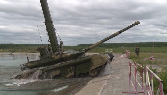 В Нижнем Тагиле провели тест-драйв обновленного танка Т-90М