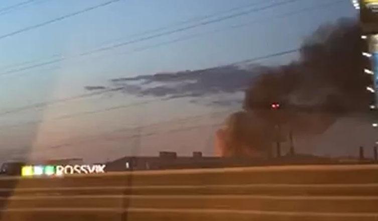 На мебельном складе авиационного завода произошёл пожар