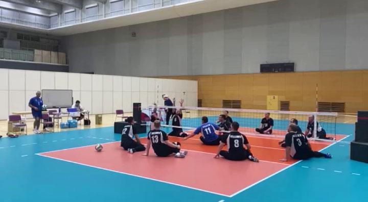 На Паралимпиаде сборная России по волейболу сидя победила японцев