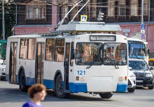 Троллейбусам — дорогу!