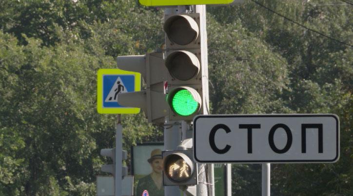 Все больше бело-лунных светофоров появляется в Екатеринбурге