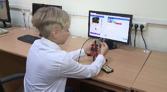 В екатеринбургскую гимназию закупили наборы для робототехники