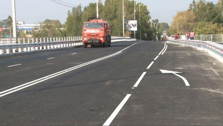Движение по Блюхеровскому мосту открыли на неделю раньше срока