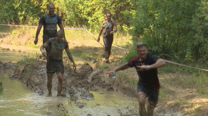 «Гонка героев»: через болота и грязь в 30-градусную жару