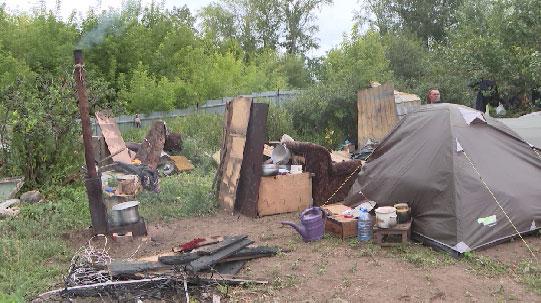 Многодетная семья из Каменска-Уральского после пожара ютится в палатке