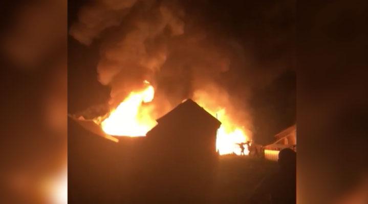 Из-за сильного пожара жители посёлка Нейво-Рудянка остались без света