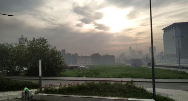 Екатеринбург окутал плотный смог с запахом гари