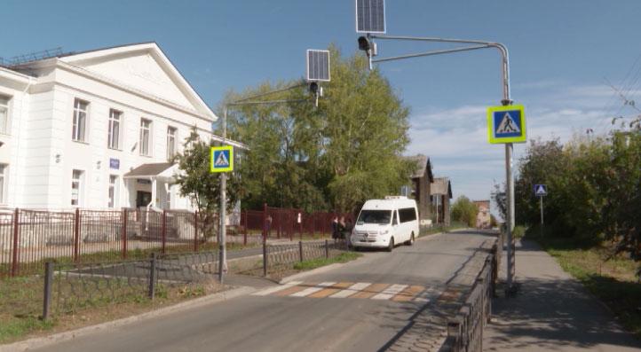 Специалисты проверяют безопасность пешеходных переходов около школ
