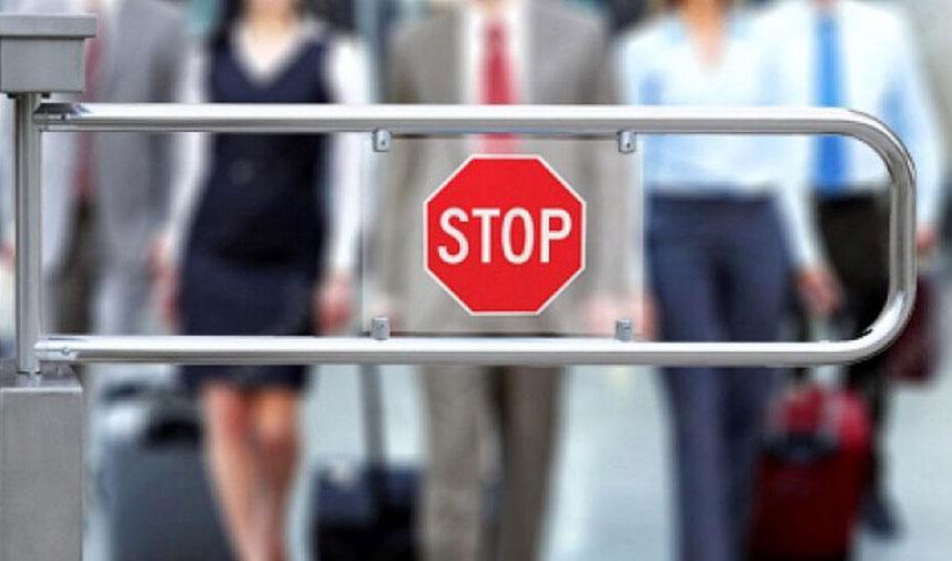 Судебные приставы ограничили в выезде за границу свыше 212 тысяч свердловчан