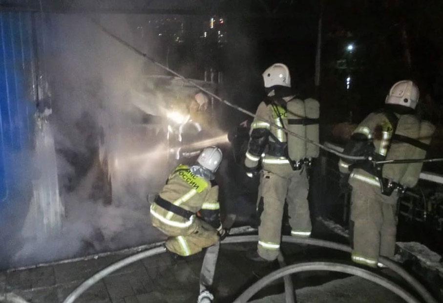 Пожар на лодочной станции в Екатеринбурге