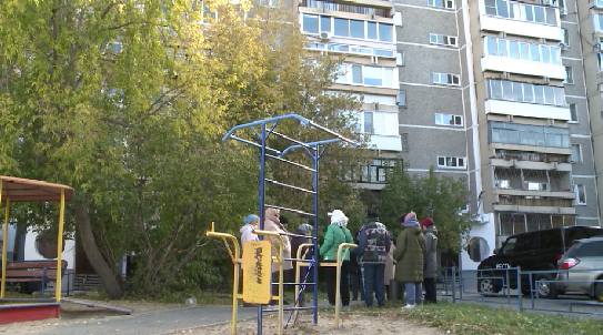 Жители екатеринбургской многоэтажки три недели живут без горячей воды